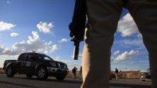 Спецагенти претърсват хора в издирване на отговорните за атака срещу семейство мормони в Сонора, Мексико. Най-малко девет души от семейството бяха убити при нападение на колата им от стрелци.