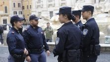 Китайски полицаи започват да патрулират съвместно с италианските в центъра на Рим. Триседмичните патрули са с цел оказване на помощ на китайските туристи.