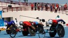 Състезатели участват в 100 метра надпревара на Световното първенство за параатлети в Дубай.