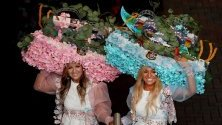 Жокеите Сара Никотера и Ливиа Дала-Фонтана по време на Деня на дамите на Melbourne cup, Мелбърн, Австралия.