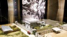 """Модел на сградата, където беше убит Осама Бин Ладен при акция на американските части, показан в нова изложба """"Залавянето на Бин Ладен"""" в музея, посветен на атентата от 11 септември 2001 г. в Ню Йорк."""