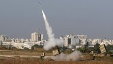 Изстрелване на ракети от Газа към Израел край град Ашдод.