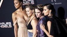 """Новите """"Ангели на Чарли"""" позират на премиера на филма в Лос Анджелис - Ела Балинска, Елизабет Банкс, Кристен Стюарт и Наоми Скот."""