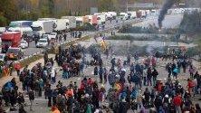 Каталунски протестиращи продължават с блокадата на магистрала край Хирона.