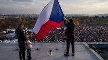 Хиляди чехи протестират в Прага срещу премиера Андрей Бабиш навръх 30-годишнината от т.нар. Нежна революция.