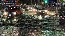 Проливни дъждове причиниха наводнения в Лос Кабос, Мексико. Лошото време е причинено от урагана Раймонд, минаващ на 400 км от крайбрежието.