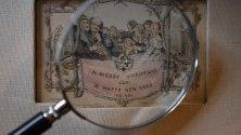Най-старата принтирана коледна картичка в света, изложена в музея на Дикенс в Лондон. Цветната литография е произведена през 1843 г. и е струвала 1 шилинг.