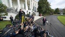 Американският президент Доналд Тръмп говори пред журналисти пред Белия дом докато срещу него тече процедура по импийчмънт.