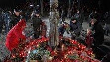 Украинци почитат паметта на жертвите от Големия глад в страната от 1932-1933 г., причинен от Сталин. Над 5 милиона украинци са жертвите на глада.