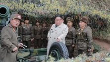 Севернокорейският лидер Ким Чен Ун инспектира отбранително съоръжение на остров Чангрин. Островчето се намира в близост до северната ограничителна линия - морската граница с Южна Корея.