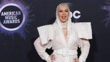 Певицата Кристина Агилера на червения килим на Американските музикални награди в Лос Анджелис.