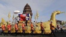Погремение на принцеса Нородом Бупа Деви - една от дъщерите на крал Нородом Сианук, в Пном Пен. Хиляди камбоджанци изпратиха принцесата на последния й път преди кремацията.