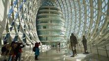 Изложба на Ву Вейшан в прочутия с футуристичната си архитектура Финикс Сентър в Пекин, Китай.