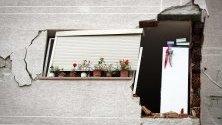 Разрушена сграда след земетресението в Дуръс, Албания. 6,4 по Рихтер разтърси страната на 26 ноември. Над 40 са загиналите.