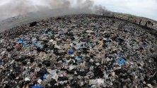 Сметището Агбогблоши в Акра, Гана, което се смята за най-голямото в Африка с електронни отпадъци. Тук пристига остаряла електроника от целия свят, основно от Европа и САЩ.