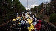 Климатични активисти са блокирали жп линия край задвижвана с лигнитни въглища електроцентрала край Котбус, Германия.