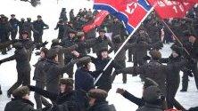 """Ким Чен Ун откри модерен град в подножието на свещен връх, от който води началото си Династията Ким. В строежа участваха младежки бригади, които дисиденти и бегълци от режима описаха като """"роби""""."""