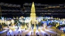 Кънкьори се пързалят на ледена пързалка във Вашингнот в Enchant Christmas - пътуващ коледен панаир. Панаирът продължава от 22 ноември до 29 декември.