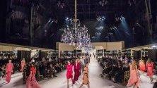 Ревю на  Chanel - Metiers d`Art 2019/2020 в Гранд Пале в Париж.