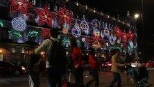 Коледна украса по улиците на Мексико сити.