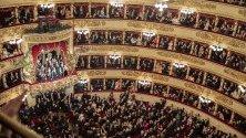"""Зрители в """"Ла Скала"""" по време на откриването на сезона с операта """"Тоска""""."""