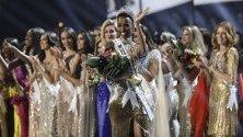 Мис Южна Африка Зозибини Тунзи е коронясана за Мис Вселена 2019 в Атланта, Джорджия.