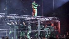 Рапърът ASAP Rocky по време на концерт в Стокхолм, Швеция. Той се завърна за първи път в Стокхолм след ареста му там през август.