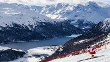 Лара Гут-Бехрами от Швейцария се спуска по пистата по време на Световната купа по ски в Сен Мориц, Швейцария.
