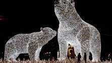 Огромно светлинни скулптури из Горки парк в Москва, Русия.