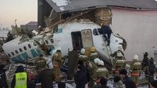 Най-малко 14 души са загинали в катастрофа на пътнически самолет край град Алмати в Казахстан.