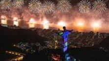 Фойерверки в новогодишната нощ над Рио де Жанейро