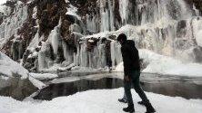 Замръзнал водопад в района Кашмир