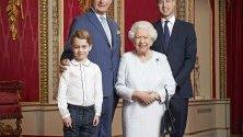 Кралица Елизабет II позира с тримата си преки наследници