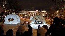 Коледен базар в Санкт Петербург, Русия. В страната днес е Коледа.
