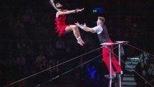 Акробатите Дуо Теса от Унгария с изпълнение по време на откриването на 13-ия Международен цирков фестивал в Будапеща.
