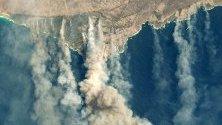 Снимка на НАСА на горящия Остров на кенгурата в Австралия. Близо една трета от острова е обхваната от пламъците.