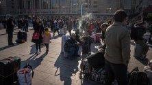 Милиони китайци се отправят на пътуване към домовете си за посрещане на Китайската нова година, която е на 25 януари. По време на годишния пролетен фестивал се очакват около 3 милиарда пътувания.
