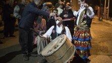Кючеклията Осман Челик танцува по време на парти момче, което ще отива на военна служба, в Истанбул. По време на управлението на султан Ибрахим през 17 век кючекът става форма на изкуство. Танцува се по време на фестивали и сватби.
