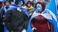 Протестиращи за независимост на Шотландия участват в марш през Гразгоу.