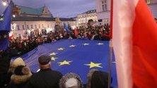 """Съдии и адвокати от цяла Европа протестират във Варшава в """"Марш на хилядите тоги"""" срещу съдебна реформа в страната."""