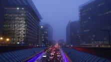 Мъгла е покрила задръстване край Европейската комисия в Брюксел.