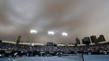 Дим от горските пожари над кортовете на Australian Open.