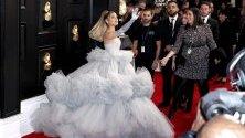 """Ариана Гранде на наградите """"Грами"""" в Лос Анджелис."""