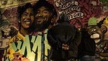Фенове на загиналия при катастрофа баскетболист Коби Брайънт отдават почит пред графити с неговия и на дъщеря му образи на Mr79lts и Muck Rock в Лос Анджелис.