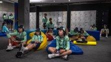 Почивка за децата, които гонят топките на тенисистите на Australian Open.