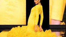Ревю на испанския дизайнер Мириам Галин по време на Flamenco Fashion Show в Севиля, Испания. Над 1700 фламенко облекла на 80 модни къщи ще бъдат показани по време на събитието.