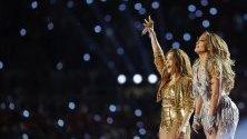 Дженифър Лопес и Шакира станаха първите изпълнителки от латиноамерикански произход, пели на полувремето на финала на първенството по американски футбол Super bowl.