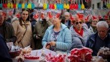 Отбелязване със сладкиши на традиционния фестивал Сан Блас в Памплона, Испания.