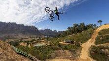 Маунтинбайк състезание DarkFEST в Стеленбош, Южна Африка.