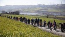 Протест край Истанбул срещу Истанбулския канал, който се планира да свърже Черно море с Мраморно море.